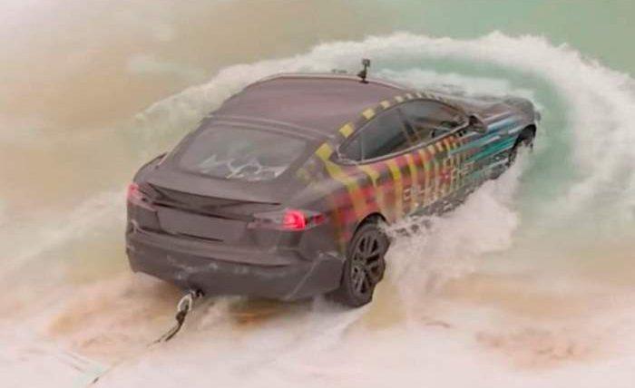 Tesla Model S, вода,