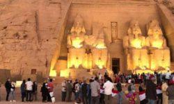 Тысячи людей наблюдают древнеегипетское солнечное «чудо» в Абу-Симбеле
