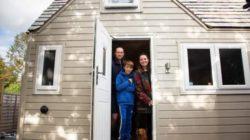 Семья из Англии купила крошечный мобильный дом за 50 000$ и очень рада
