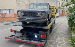 В Италии эвакуировали машину, которая простояла на одном месте 47 лет