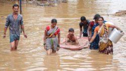 По меньшей мере 116 человек в Индии и Непале погибли в результате наводнений и оползней.