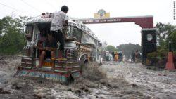 Более 40 человек погибли и десятки пропали без вести в результате наводнения на Филиппинах