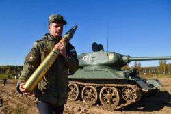 Военные все еще используют танки времен Второй мировой войны Т-34-85